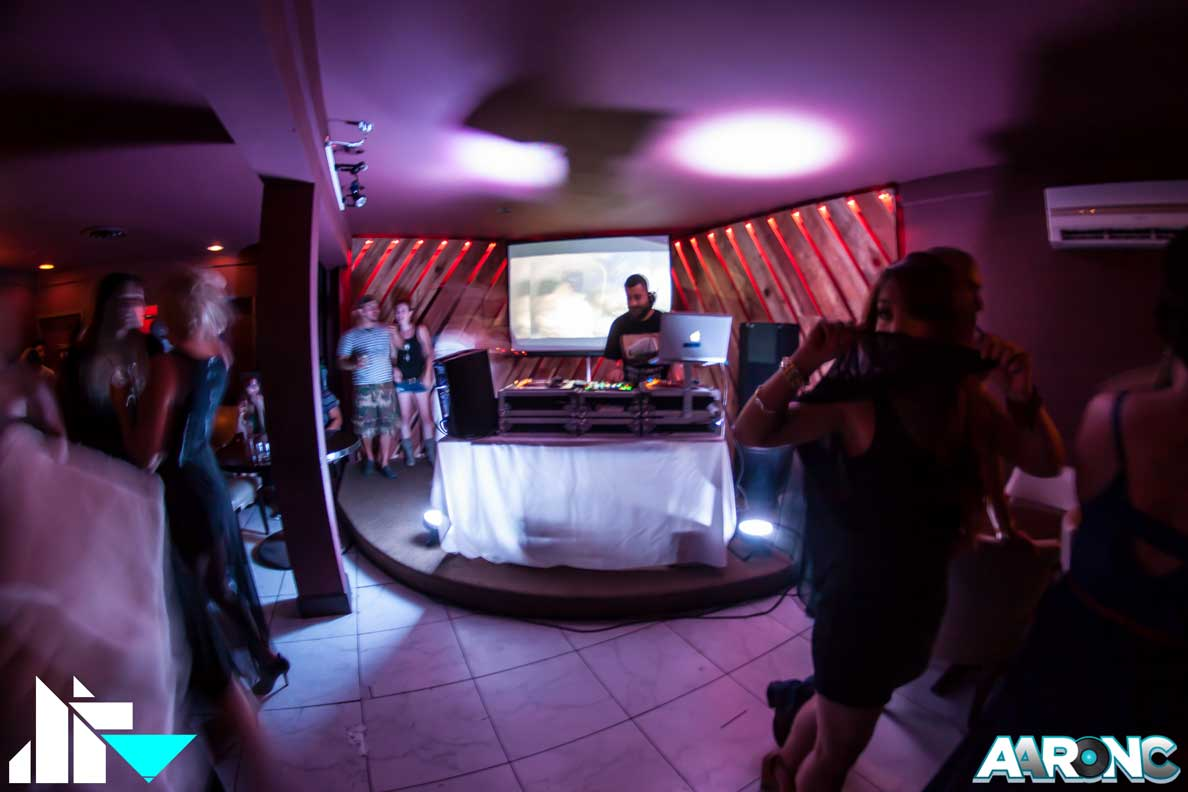 http://djaaronc.com/pics-up-from-ldw-hi-def-inside-bar-palm-springs/